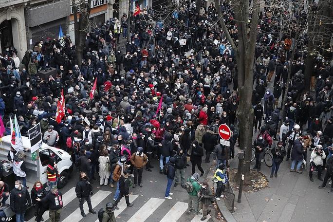 Bạo loạn nổ ra tại Pháp - Ảnh 7.
