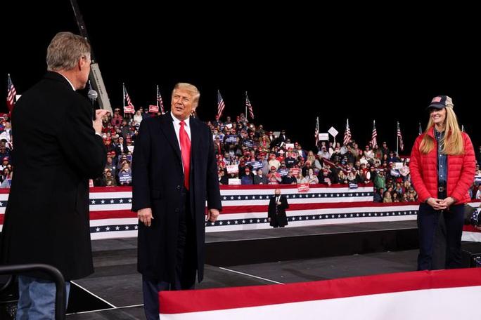 Ông Trump quyết không bỏ cuộc, sẽ kiện lên Tòa án Tối cao - Ảnh 1.