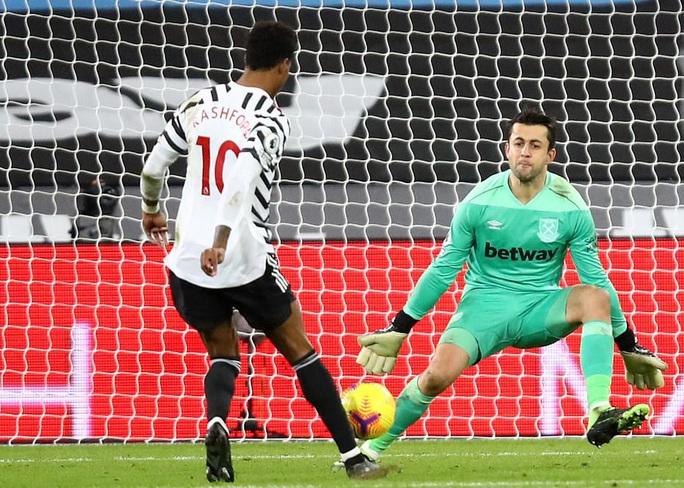 Ngược dòng ngoạn mục, Man United thắng tranh cãi chủ nhà West Ham - Ảnh 6.