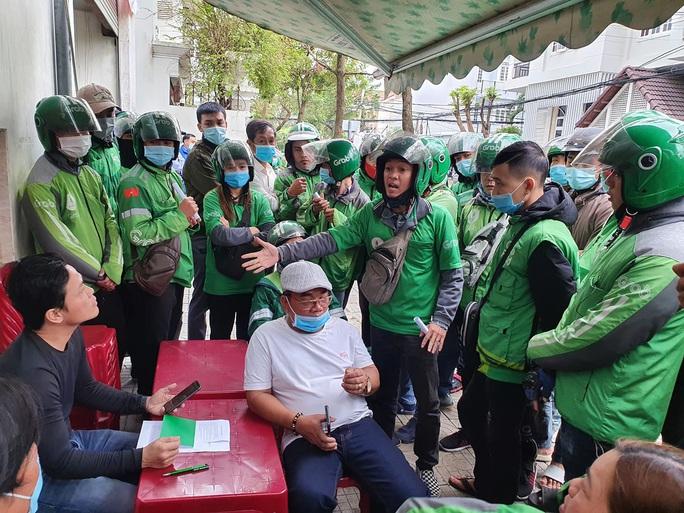 CLIP: Hàng trăm tài xế Grab gây náo loạn đường phố Đà Nẵng - Ảnh 3.