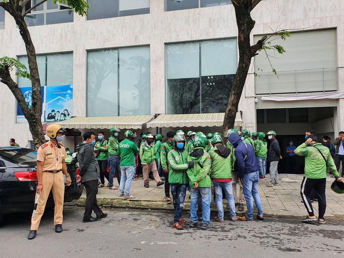 CLIP: Hàng trăm tài xế Grab gây náo loạn đường phố Đà Nẵng - Ảnh 2.
