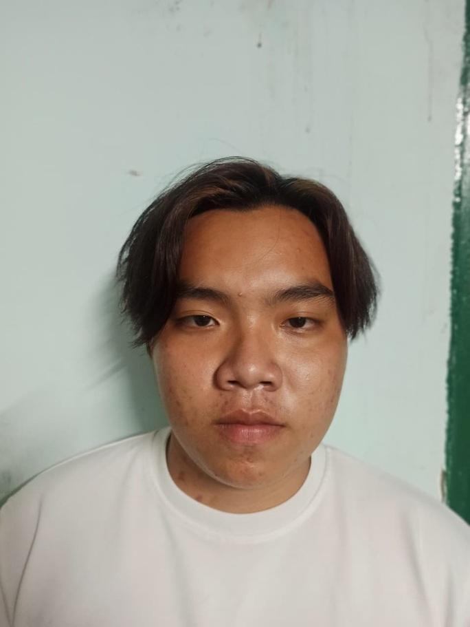 TP HCM: 3 người đàn ông ở Bình Tân bất ngờ bị chém tới tấp - Ảnh 1.