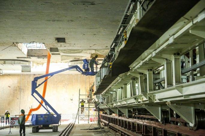 Cận cảnh lắp ráp robot đào hầm tuyến đường sắt đô thị Nhổn - ga Hà Nội - Ảnh 2.