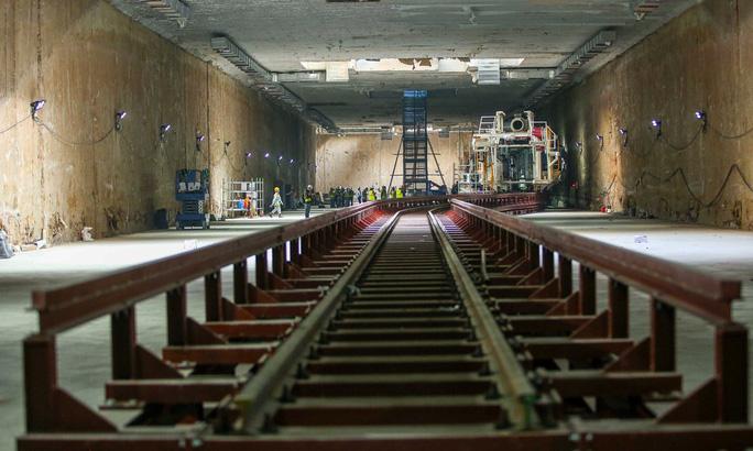 Cận cảnh lắp ráp robot đào hầm tuyến đường sắt đô thị Nhổn - ga Hà Nội - Ảnh 3.