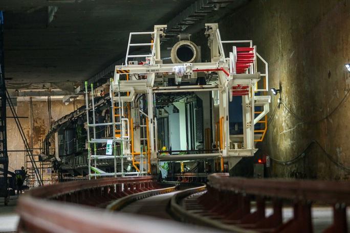 Cận cảnh lắp ráp robot đào hầm tuyến đường sắt đô thị Nhổn - ga Hà Nội - Ảnh 1.