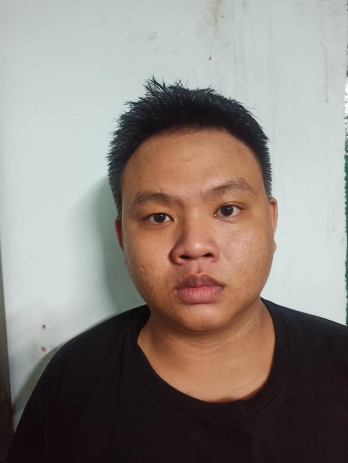 TP HCM: 3 người đàn ông ở Bình Tân bất ngờ bị chém tới tấp - Ảnh 3.