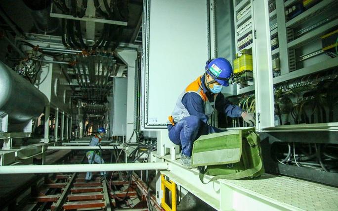 Cận cảnh lắp ráp robot đào hầm tuyến đường sắt đô thị Nhổn - ga Hà Nội - Ảnh 6.