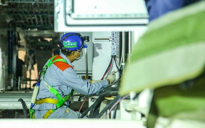 Cận cảnh lắp ráp robot đào hầm tuyến đường sắt đô thị Nhổn - ga Hà Nội - Ảnh 7.