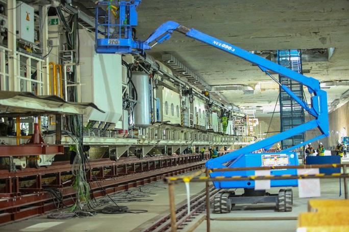 Cận cảnh lắp ráp robot đào hầm tuyến đường sắt đô thị Nhổn - ga Hà Nội - Ảnh 9.