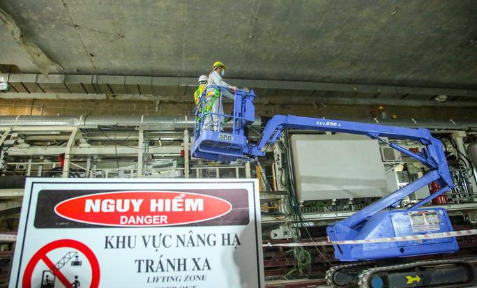 Cận cảnh lắp ráp robot đào hầm tuyến đường sắt đô thị Nhổn - ga Hà Nội - Ảnh 10.