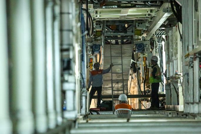 Cận cảnh lắp ráp robot đào hầm tuyến đường sắt đô thị Nhổn - ga Hà Nội - Ảnh 13.
