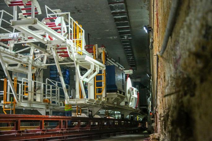 Cận cảnh lắp ráp robot đào hầm tuyến đường sắt đô thị Nhổn - ga Hà Nội - Ảnh 14.