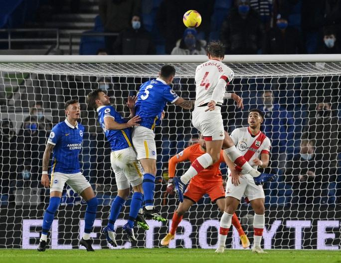 Southampton ngược dòng hạ Brighton, hất văng Man United khỏi Top 5 - Ảnh 3.