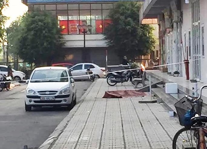 Người phụ nữ bất ngờ rơi từ tầng 16 tòa nhà xuống tử vong - Ảnh 1.