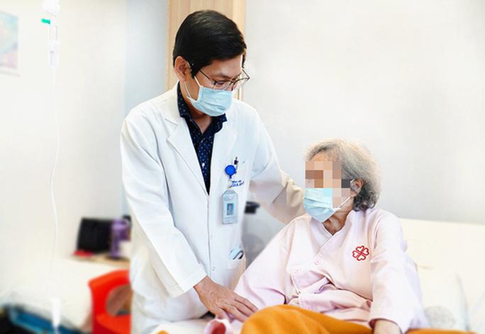 Ngoạn mục cứu ca bệnh hiểm sau 4 lần đặt stent - Ảnh 1.