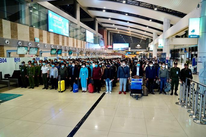 Cận cảnh sân bay Nội Bài kích hoạt báo động khẩn nguy đối phó nhóm gây rối - Ảnh 3.