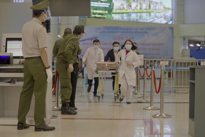 Cận cảnh sân bay Nội Bài kích hoạt báo động khẩn nguy đối phó nhóm gây rối - Ảnh 15.
