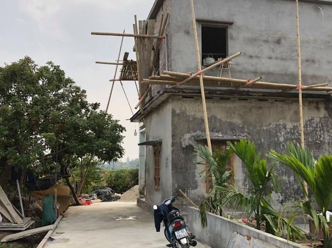 Sập giàn giáo xây nhà riêng khiến 3 người tử vong - Ảnh 1.