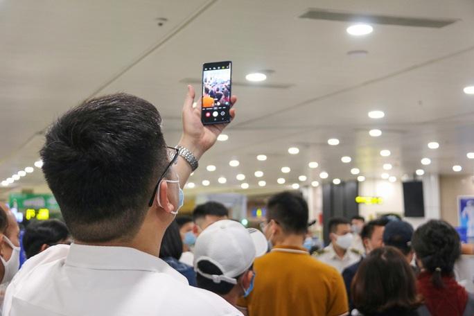 Cận cảnh sân bay Nội Bài kích hoạt báo động khẩn nguy đối phó nhóm gây rối - Ảnh 18.