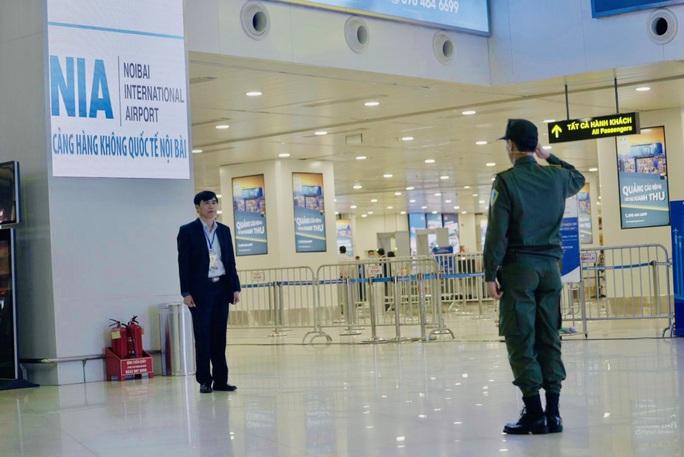 Cận cảnh sân bay Nội Bài kích hoạt báo động khẩn nguy đối phó nhóm gây rối - Ảnh 6.