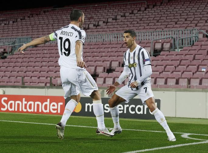 Ronaldo lập cú đúp, Juventus đè bẹp Barcelona - Ảnh 4.