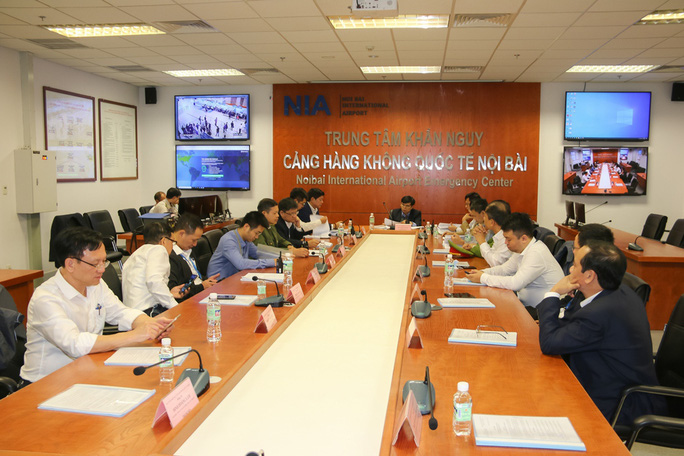 Cận cảnh sân bay Nội Bài kích hoạt báo động khẩn nguy đối phó nhóm gây rối - Ảnh 4.