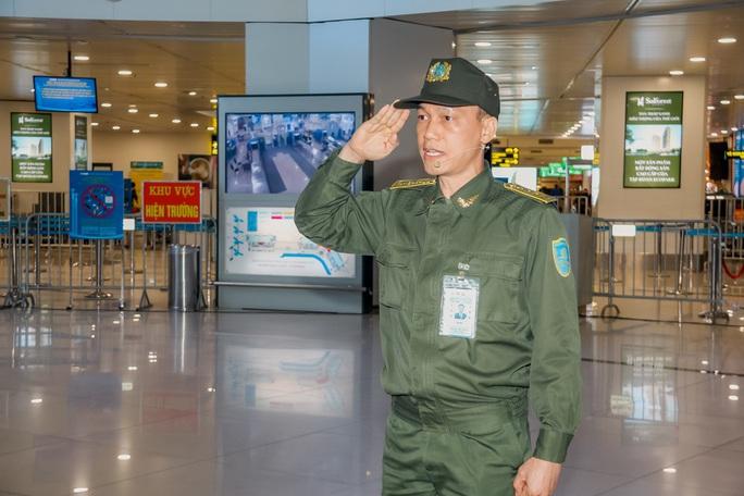 Cận cảnh sân bay Nội Bài kích hoạt báo động khẩn nguy đối phó nhóm gây rối - Ảnh 9.