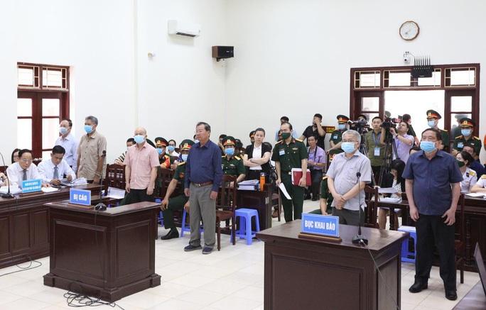 Cựu thứ trưởng Nguyễn Văn Hiến và Út trọc cùng ra tòa phúc thẩm - Ảnh 1.