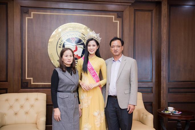 Những bức ảnh gây sốt của Hoa hậu Việt Nam Đỗ Thị Hà - Ảnh 1.
