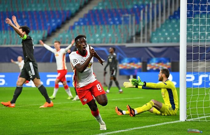 Ngược dòng muộn màng, Man United bị đá văng khỏi Champions League - Ảnh 3.