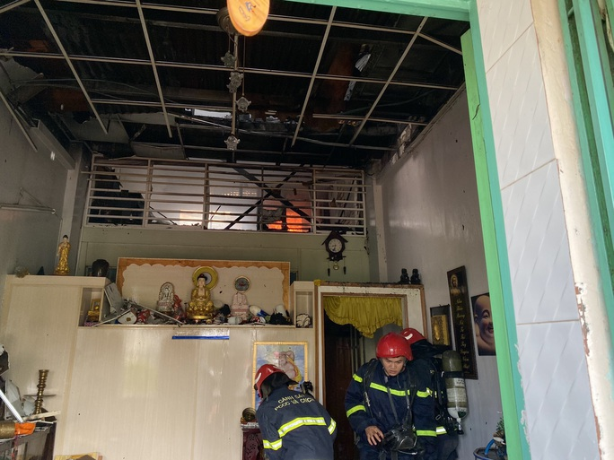 CLIP: Hỏa hoạn trong khu chung cư ở quận 1 và cháy dữ dội ở quận 9 - Ảnh 2.