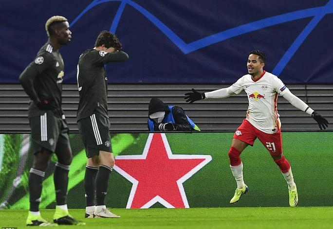 Ngược dòng muộn màng, Man United bị đá văng khỏi Champions League - Ảnh 5.