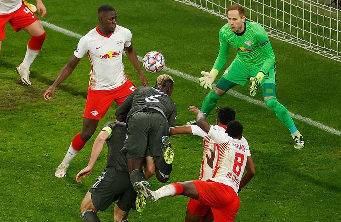 Ngược dòng muộn màng, Man United bị đá văng khỏi Champions League - Ảnh 7.