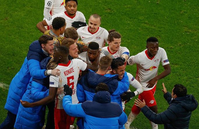 Ngược dòng muộn màng, Man United bị đá văng khỏi Champions League - Ảnh 9.