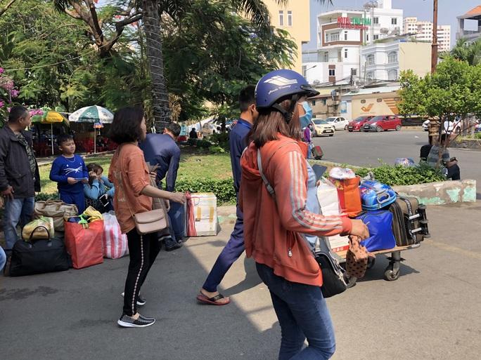 TP HCM: Người lao động phấn khởi quay lại làm việc sau Tết - Ảnh 4.