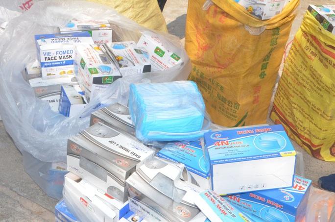 Phát hiện các vụ vận chuyển trái phép hàng chục ngàn khẩu trang y tế từ Việt Nam sang Trung Quốc - Ảnh 2.