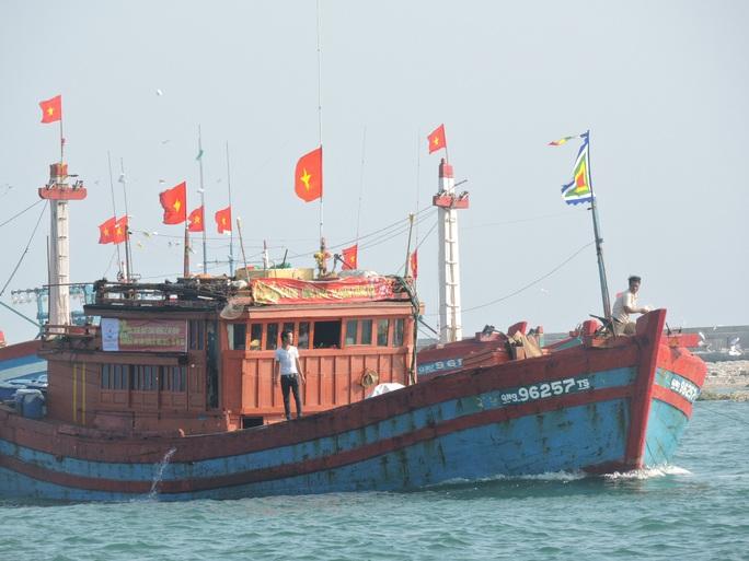 Ngư dân đảo tiền tiêu hồ hởi vươn khơi mùa biển mới - Ảnh 3.