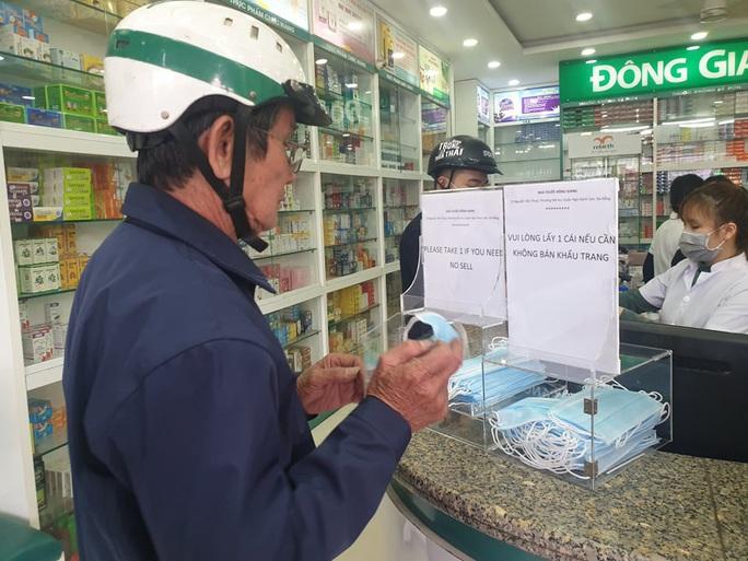 Đà Nẵng: Bán khẩu trang gấp 3 đến 4 lần, chủ cửa hàng nói không có lỗi - Ảnh 6.