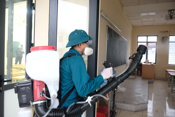 3.000 trường học Hà Nội phun thuốc tẩy trùng phòng dịch virus corona - Ảnh 2.