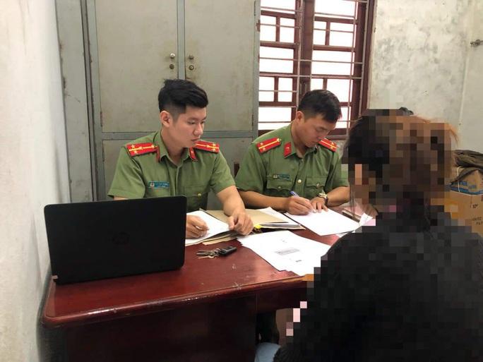 Đăng tin sai sự thật về virus corona, 2 phụ nữ ở Đà Nẵng bị triệu tập - Ảnh 1.