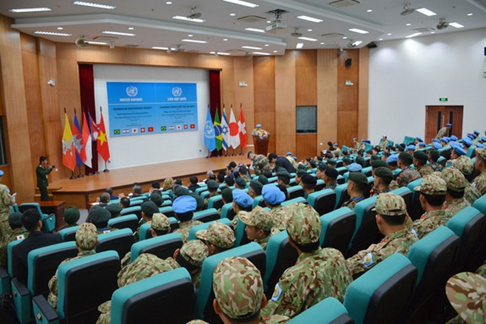 Khóa huấn luyện giảng viên vận hành trang bị Công binh hạng nặng - Ảnh 1.