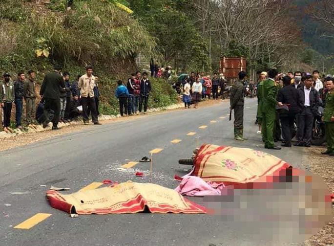 Va chạm xe khách trên đường đi viện về, vợ chồng và con gái tử vong thương tâm - Ảnh 1.