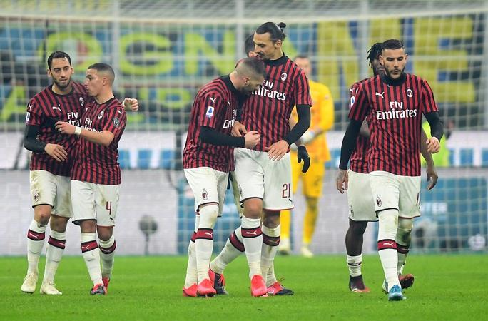Ibrahimovic đua tài Lukaku, AC Milan thua sốc trận derby Milan - Ảnh 5.