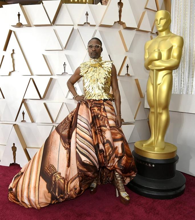 Thảm đỏ Oscar 92: Té ngửa với những mẫu thời trang... quá sức tưởng tượng! - Ảnh 1.