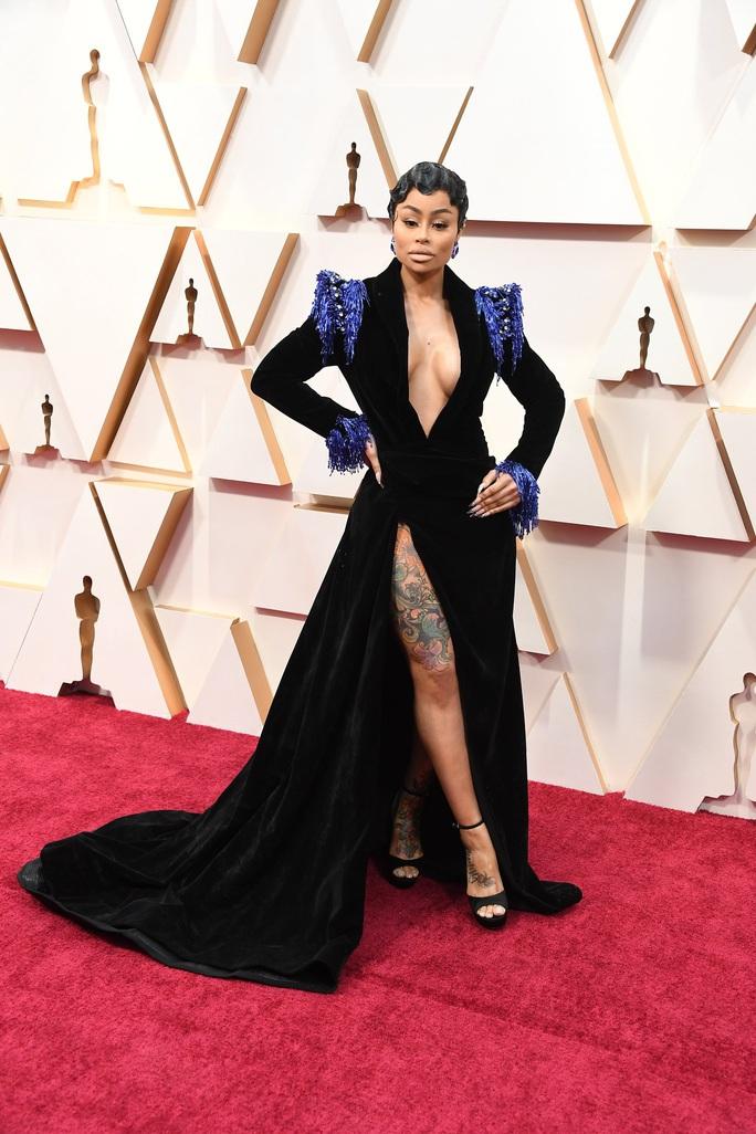 Thảm đỏ Oscar 92: Té ngửa với những mẫu thời trang... quá sức tưởng tượng! - Ảnh 6.