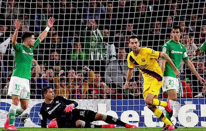 Rượt đuổi tỉ số điên rồ, Barcelona ngược dòng hạ chủ nhà Betis - Ảnh 5.