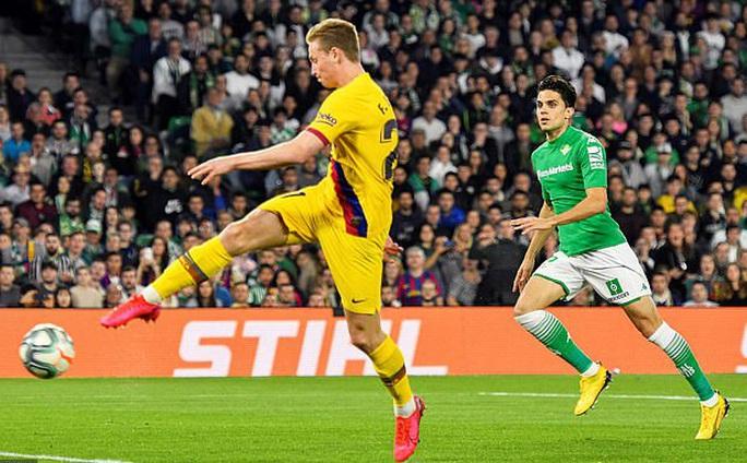 Rượt đuổi tỉ số điên rồ, Barcelona ngược dòng hạ chủ nhà Betis - Ảnh 3.