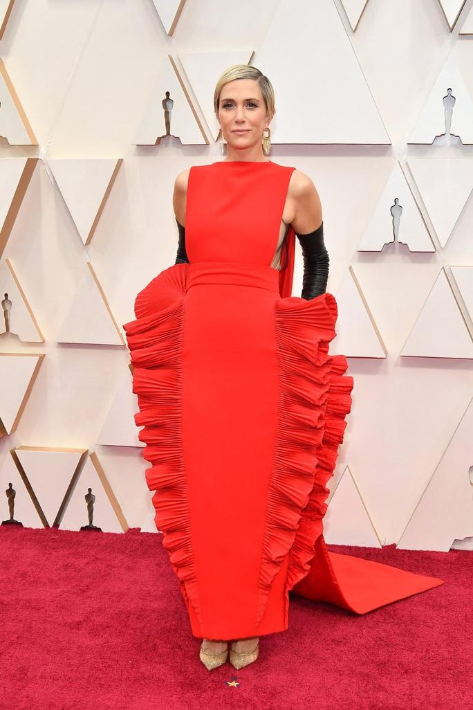 Thảm đỏ Oscar 92: Té ngửa với những mẫu thời trang... quá sức tưởng tượng! - Ảnh 4.