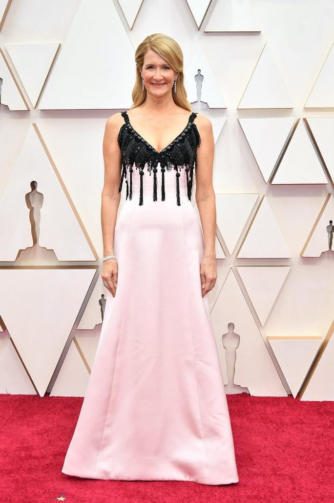 Thảm đỏ Oscar 92: Té ngửa với những mẫu thời trang... quá sức tưởng tượng! - Ảnh 5.