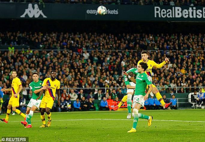 Rượt đuổi tỉ số điên rồ, Barcelona ngược dòng hạ chủ nhà Betis - Ảnh 6.